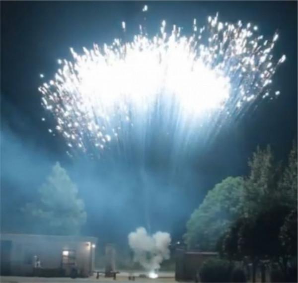 Feuerwerk White strobe mine von Pyrotrade online kaufen im Feuerwerkshop Funkelfun
